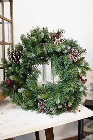 Венок ЗАСНЕЖЕННЫЙ с ягодами и шишками, 106 см, National Tree Co 31FRW42/FRB-42WХвойные и декоративные венки<br>Великолепный густой венок из множества еловых веточек с очень богатым декором будет ярким мазком на полотне новогоднего оформления интерьера. Он будет изумительно смотреться и на стене, и на входной двери, его успешно можно использовать как потолочное украшение.  Изготовлен из веточек с хвоей разной длины. Украшен шишками и ягодами. Кончики веточек и шишки - заснежены. <br> <br>Диаметр 106 см, <br>Количество отростков - 450<br>Хвоя - трехслойное PVC<br>Диаметр отростков - 2,5 и 6 см<br>Декор - заснеженные кончики веток, заснеженные еловые и кедровые шишки, красные ягоды<br> <br>Производитель: National TREE COMPANY, Cranford, New Jersey, USA<br>Производство размещено в Гонконге<br>