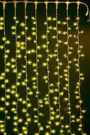 Световой занавес PLAY LIGHT, 625 желтых ламп, коннектор, 2,4х1,5 м, прозрачный провод CL625-E-SYСветовые занавесы с микролампами<br>Световой занавес PLAY LIGHT имеет основной провод длиной 2,4 м, с которого свисают вертикальные нити длиной 1,5 м каждая. Гирлянда снабжена коннектором, позволяющим соединять последовательно до четырех занавесей. Световой занавес необыкновенно наряден, он украсит любое помещение, придав ему радостный праздничный стиль. С помощью светового занавеса можно создавать красивые декоративные световые ширмы, оформлять огнями разнообразные плоскости, декорировать объемные объекты. <br> <br>Характеристики:<br>Размер занавеса - 2,4 х 1,5 м <br>Подводящий провод – 0,7 м<br>Цвет проводов - прозрачный <br>Количество лампочек - 625<br>Цвет лампочек - желтый <br>Количество нитей – 25 шт. <br>Коннектор - до 4-х гирлянд<br>Мощность – 390 Вт <br>Для использования в внутри помещений.<br>