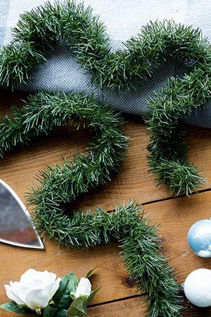 ХВОЙНАЯ НИТЬ,зеленая, 75ммх2.7м, KAEMINGK 432280Хвойные гирлянды<br>Интерьер, декорированный хвоей, смотрится празднично и благородно, наполняя его ощущением уюта и тепла. Украсьте дом этой великолепной мишурой, это будет достойной заменой натуральной хвои.<br> <br>Цвет: зеленый<br>Диаметр - 75мм<br>Длина - 2.7м<br>Материал - пластик<br> <br>Производитель KAEMINGK, Голландия<br>Производство размещено в Китае<br>