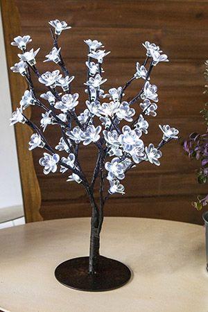 Мини деревце ЦВЕТУЩАЯ ЯБЛОНЯ, 48 холодных белых LED-огней, 45см+5м, черный провод, уличное, KAEMINGK 495070Светящиеся мини деревца до 90 см<br>Нежные, хрупкие цветы распустились зимой на сказочном деревце. Они чудесно светятся, создавая атмосферу изысканного и романтичного праздника.<br> <br>Высота деревца - 45 см<br>Количество ламп - цветов - 48 холодных белых LED ламп <br>Подводка - 5 м <br>Провод черного цвета.<br>Подставка - металлическая черного цвета<br>Изделие гидроизолировано, IP 44, может быть использовано как в помещении, так и на улице.<br> <br>Производитель KAEMINGK, Голландия <br>Производство размещено в Китае<br>