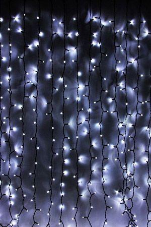 Занавес световой PLAY LIGHT, 400 холодных белых LED ламп, 2x2m, каучук черный провод, коннектор, уличный, LEGOLED LL402-1-2WЗанавесы, сетки<br>Система LEGOLED - включает светодиодные (LED) электрогирлянды разных типов на каучуковых проводах, имеющие единые универсальные коннекторы (IP 68). Благодаря различным элементам, входящим в эту систему (нить, бахрома, световой занавес) возможно создание любых непрерывных светодиодных композиций любой сложности и метража.<br>Световой занавес PLAY LIGHT со светодиодными лампами имеет основной провод длиной 2 м, с которого свисают 20 вертикальных нитей с 20 светодиодами длиной 2 м каждая. Общее количество LED-лампочек - 400. Гирлянда снабжена коннектором, позволяющим соединять последовательно до 4 занавесей. Занавес имеет каучуковый провод черного цвета.  Каучуковые провода рассчитаны на эксплуатацию при отрицательных температурах до -50°C. Влагозащищенные коннекторы обеспечивают полную гидроизоляцию, простоту соединений и безопасность монтажа. Все электрогирлянды, в том числе и занавесы, системы LEGOLED идеально подходят для суровых климатических условий с высокой влажностью и перепадами температур.<br>Характеристики:<br>Размер занавеса - 2 х 2 м<br>Общее количество лампочек: 400<br>Количество вертикальных нитей: 20<br>Провод: черный каучук<br>Цвет лампочек - холодный белый<br>Мощность гирлянды: 23 Вт<br>Имеется коннектор, позволяющий последовательно соединять до 4 занавесовВлагозащищена IP44, пригодна для использования и в помещении, и на улице;<br>Эксплуатация возможна при супер низких температурах до -50°C <br> <br>Производитель:  LEGOLED, Россия<br>Производство размещено в Китае<br>