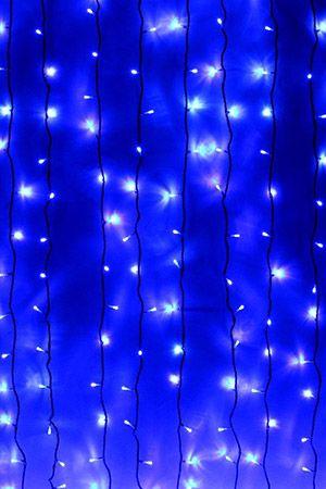 Занавес световой PLAY LIGHT, 400 синих LED ламп, 2x2 м, черный провод, коннектор, уличный, Beauty Led PCL402-11-2BСветодиодные занавесы уличные<br>Световой занавес PLAY LIGHT со светодиодными лампами имеет основной провод длиной 2 м, с которого свисают 20 вертикальных нитей длиной 2 м каждая. Общее количество LED-лампочек - 400. Гирлянда снабжена коннектором, позволяющим соединять последовательно до 10 занавесей. Гирлянда влагозащищена, возможно применение как в помещении, так и на улице.Светодиодный занавес необыкновенно наряден, он украсит любой объект, будь то дерево, колонна, открытая веранда кафе, да, и все что угодно, придав ему радостный праздничный стиль. С помощью светового занавеса можно создавать красивые декоративные световые ширмы и композиции, оформлять огнями разнообразные плоскости, декорировать объемные объекты. Характеристика:<br>Размер занавеса - 2 х 2 м<br>Цвет LED лампочек - синий<br>Общее количество лампочек: 400<br>Количество вертикальных нитей: 20<br>Напряжение: 230V<br>Мощность гирлянды: 27,5 Вт<br>Цвет проводов: черныйКласс защиты влагозащищенной гирлянды Ip - 44. Предназначен для использования как в помещении, так и на улице.<br> <br>Производитель: Beauty Led, Россия<br>Производство размещено в Китае<br>