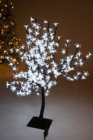 Светодиодное дерево САКУРА, 90 см, 240 холодных белых LED ламп, уличное, Beauty Led 240L-WСветящиеся мини деревца до 90 см<br>Изумительно красивое объемное светодекоративное дерево САКУРА на изогнутом стволе с подсветкой LED светодиодами. <br>Нежные, хрупкие цветы распустились зимой на сказочном деревце, напоминая о радостных весенних днях . Они чудесно светятся, создавая атмосферу изысканного и романтичного праздника! <br>Светодиодные деревья выглядят очень декоративно. Они подходят для украшения прилегающей к загородному дому территории, площадки перед входом в кафе и ресторан, зимнего сада, торговых залов или фойе. Ствол САКУРЫ, выполненный из окрашенного металла, закреплен на устойчивой подставке. Ветви из толстой проволоки можно изгибать по своему усмотрению. Светящееся дерево подключается к сети через понижающий трансформатор 220V/24V. САКУРА полностью влагозащищена, поэтому может использоваться как в помещении, так и на улице.<br> <br>Характеристики: Высота - 0,9 м;<br>Металлический каркас;<br>Количество LED светодиодов (цветков) - 240 холодных белых LED ламп <br>Питание - через понижающий трансформатор 220V/24V (в комплекте). <br>Цвет проводов: черный;<br>Крепления: в комплекте<br>Для использования внутри и вне помещения (IP - 44, полная гидроизоляция).<br> <br>Производитель: Beauty Led, Россия<br>Производство размещено в Китае<br>